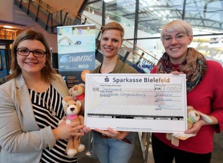 (v.l.) Sarah Leffers (BITel), Viktoria Praedicow (Bielefelder Bürgerstiftung) und Katharina Schilberg (Bielefeld Marketing) Foto: Bielefeld Marketing
