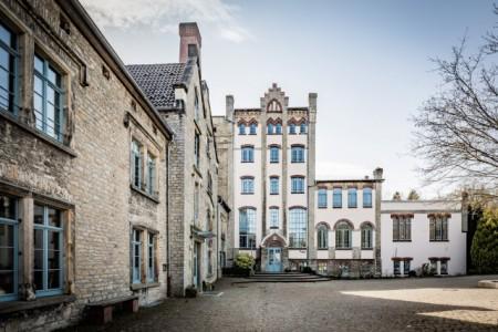 Waldorfschule (Foto: Frank Friedrichs, Detmold): Seit 1990 ist die Freie Waldorfschule Lippe-Detmold e.V. im denkmalgeschützten Gebäude der alten Falkenkrug-Brauerei beheimatet.