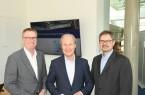 Präsentierten die Ergebnisse der IHK-Konjunkturumfrage Frühjahr 2020 für die Stadt Bielefeld: stv. IHK-Hauptgeschäftsführer Harald Grefe, IHK-Hauptgeschäftsführer Thomas Niehoff und IHK-Geschäftsführer Dr. Christoph von der Heiden (v.l.)