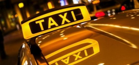 Taxischild, Foto: Christian Müller (Fotolia)