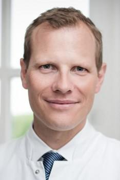 Dr. Philipp Bula, Chefarzt der Klinik für Unfall- und Wiederherstellungschirurgie, Orthopädie, Plastische-, Ästhetische- und Handchirurgie