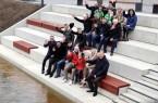 """Bürgermeister, Ratsvertreter und Anlieger probieren die """"Logenplätze"""" für die Ems aus. Foto: Stadt Rheda W."""