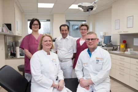 Das Team vom Wundzentrum Bad Driburg freut sich ebenso wie seine Patienten über die neuen Räumlichkeiten (von links): Stefanie Frewer, Dr. Stefanie Kleine, Dr. Hüseyin Töre, Iris Schäfers und Dr. Mathias Weber.