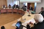Mit genügend Abstand und der Selbstverpflichtung zu kurzen Redebeiträgen traf sich am Mittwoch eine auf 22 plus Bürgermeister verkleinerte Ratsversammlung im Paderborner Rathaus. Vor dem Hintergrund der Corona-Pandemie war die Sitzung einberufen worden, um die Handlungsfähigkeit der kommunalen Vertretung auch weiterhin sicherzustellen.© Stadt Paderborn