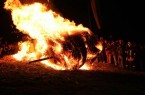 Brennendes Rad beim Start auf dem Lügder Osterberg. Foto © Dechenverein Lügde 2020