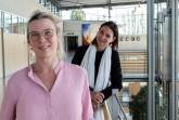 Dr. Monika Rammert und Ira Herdmann leiten das Sachgebiet Bildungs- und Schulberatung des Kreises Gütersloh. Gemeinsam mit ihrem Team unter-stützen sie Familien während der Coronakrise bei schulischen und organisa-torischen Fragen. Foto: Kreis Gütersloh