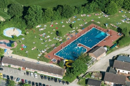 Das Freibad in Rödingausen aus der Vogelperspektive. Foto: Gemeinde Rödinghausen