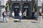 Freuen sich über die Desinfektionsmittelspende (v. l.): Joachim Veenhof (SKM Paderborn e.V.), Renate Nowatzki (Beratungsstelle für Hörgeschädigte), Bürgermeister Michael Dreier, Marie-Theres Sprick (Beratungsstelle für Hörgeschädigte), Sören Lühr (Betriebsleiter des Gebäudemanagements Paderborn) und Lena Schmidt (Kommunikationsleitung der MBG Group). Foto: © Stadt Paderborn
