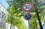 Wer zu schnell fährt oder falsch parkt, muss ab sofort mit einem höheren Bußgeld rechnen. Die Änderung der Straßenverkehrsordnung, die am 28. April 2020 in Kraft getreten ist, geht mit verschärften Sanktionen für Verstöße sowohl im fließenden als auch im ruhenden Verkehr einher. Foto: © Stadt Paderborn