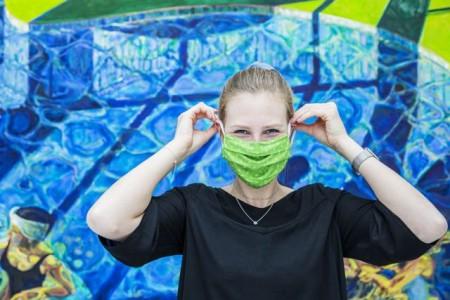 Für die Maskenpflicht und die Sicherheitsregeln haben die Besucher im LWL-Museum für Kunst und Kultur großes Verständnis. Foto: LWL/Hanna Neander