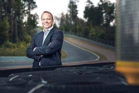 Hans-Jürgen von von Glasenapp vorm Bilster Berg (Foto: © Bilster Berg Drive Resort: Patrick Meise)