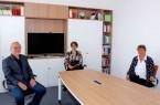 Freuen sich über die gemeinsame Berufung von Prof. Dr. Bettina Kohlrausch (Mitte): Prof. Dr. Volker Peckhaus, Dekan der Fakultät für Kulturwissenschaften, und Prof. Dr. Birgitt Riegraf, Präsidentin der Universität Paderborn.Foto: Universität Paderborn