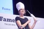 Beim FameLab treten junge Wissenschaftstalente gegeneinander an (hier Vorjahressiegerin Thora Schubert).Foto: Bielefeld Marketing/Sarah Jonek