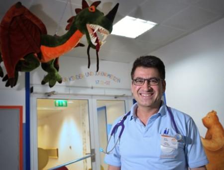 Firooz Ahmadi, Chefarzt der Klinik für Kinder- und Jugendmedizin am St. Ansgar Krankenhaus in Höxter
