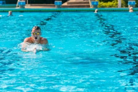 Im Nordbad können Schwimmer ab Freitag wieder unter freiem Himmel ihre Bahnen ziehen.Foto: Stadt Gütersloh