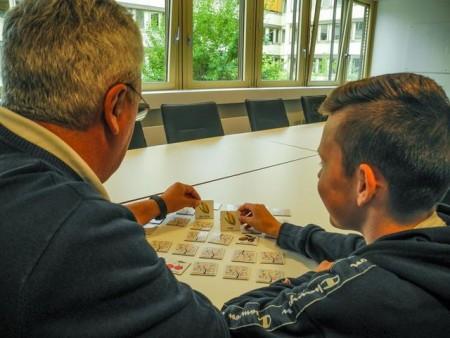 Leichter die Sprache lernen: Sprachpaten unterstützen Kinder und Jugendliche spielerisch dabei. (Foto: Kommunales Integrationszentrum Kreis Lippe)