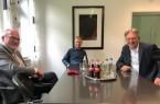 MdL Ernst-Wilhelm Rahe (li.) und MdB Achim Post (r.) trafen sich vor dem Hintergrund der Corona-Krise zum Gedankenaustausch mit Bürgermeister Frank Haberbosch..Foto: Stadt Lübbecke