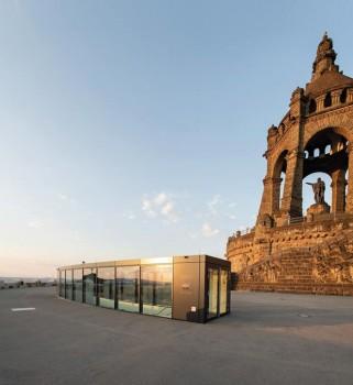 Eingang des LWL-Besucherzentrums unterhalb des Kaiser-Wilhelm-Denkmals. (Foto: LWL/Peter Hübbe)