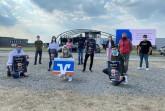 Vorfreude auf das Carfestival am Flughafen – Fabian Wesseler (links) und Tobias Biermann (rechts) freuen sich mit Organisatoren und Förderern (v.l.): Fabian  Wesseler (Generation Ton GbR und WEV Light Sound Service), Matthias Averhage (Hellweg Cocktails), Vivian Timm (CP Tech GmbH), Sophie Stöver (Volksbank Brilon-Büren-Salzkotten), Valentina Zimmardi(Hellweg Cocktails), Lukas Heinemann (Eventtechnik Heinemann), Elias Kramps (Ibiza-Büren), Marianne Witt-Stuhr (Stadtmarketing Büren), Tobias Biermann (Generation Ton GbR), Udo Fels (Mann & Mode) Nicht im Bild sind: Timo Kinzel (DJ T-MO), Dennis Volkmer (10 Eleven Shop-Geseke), Henri Vohs (Autohaus Vohs), Bernd Koke (Die Werkstatt KFZ-Reparaturen), Guido Schmidt (Fahrschule Guido Schmidt GmbH), Alex Rempel (KFZ-Aufbereitung Rempel) (Foto: Stadt Büren)