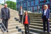 Foto (Universität Paderborn): Generalvikar Alfons Hardt, Uni-Präsidentin Prof. Dr. Birgitt Riegraf, Prof. Dr. Nicole Priesching und Dr. des. Christine Hartig.