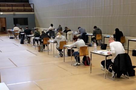 Eine IHK-Prüfung in einem ostwestfälischen Unternehmen zu Corona-Zeiten. Foto: IHK