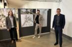 Den ersten Platz sicherte sich das Büro RMP Stephan Lenzen Landschaftsarchitekten aus Köln. Das Foto zeigt (von links) Landschaftsarchitekt Sabelo Jeebe, Büro-Inhaber Stephan Lenzen und Bürgermeister Andreas Sunder. Foto: Stadt Rietberg