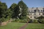 Der Kräutergarten des Kreismuseums Wewelsburg bietet sich als Ausgangs- oder Endpunkt für einen Rundgang durch die Dauerausstellung des Historischen Museums des Hochstifts Paderborn an. Am Sonntag den 5. Juli stehen um 11 Uhr Museumspädagoginnen für Rückfragen zur Verfügung..Foto: Kreismuseum Wewelsburg