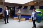 Landrat Dr. Axel Lehmann tauschte sich mit Kitaleiterin Marion Steffen-Fritz (Mitte) und ihrer Mitarbeiterin Sandra Kükenshöner über die Auswirkungen der Corona-Pandemie aus. Foto: Kreis Lippe