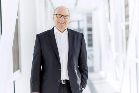 Gibt die Mehrwertsteuersenkung auf den Cent genau an seine Kunden weiter: Frank Jüttner, Leiter der Miele Vertriebsgesellschaft Deutschland. Fotos: Miele