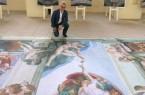 Ursprung der Menschheit: Wie Museumsdirektor Dr. Ingo Grabowsky können Besucher des Klosters Dalheim Michelangelos monumentales Werk von einer neuen Perspektive aus betrachten. Foto: LWL/Kristina Schellenberg