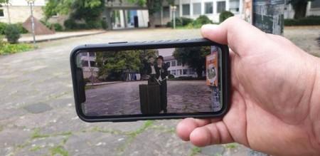 """Mit der kostenlosen """"Kultour-Caching-App"""" können an neun Stationen hintergrundfreigestellte Künstlervideos abgerufen werden. Foto: © Kulturamt der Stadt Paderborn"""