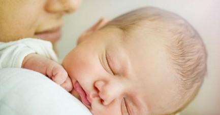 Rotaviren sind eine der häufigsten Ursachen für schwere Magen-Darm-Erkrankungen bei Kindern. Daher rät die AOK zur Impfung und besonderer Hygiene. Foto: AOK/hfr.
