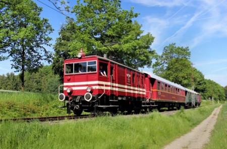 Die historische Elok E22 der Extertalbahn rollt am 22. August als Barbecue-Express durch Nordlippe. Bilder: Michael Rehfeld