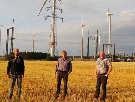 Vertreten die Meerhofer Windkraftbetreibergesellschaften, die den deutschlandweit einmaligen Tarif ermöglichen: (v.l.n.r) Christoph Luis, Michael Flocke und Josef Dreps. .Foto: westfalenwind