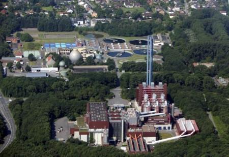 Die Stadtwerke Bielefeld setzen weiter auf den Ausbau erneuerbarer Energien, wozu auch die umweltfreundliche Fernwärme gehört. Die MVA ist das Rückgrat der Fernwärmeversorgung in Bielefeld und blickt außerdem ein Rekordgeschäftsjahr zurück. (Foto: Sarah Jonek)