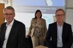 Präsentierten die Ergebnisse für das Tourismusgewerbe in Ostwestfalen: Sönke Tuchel, Vorsitzender des IHK-Tourismusausschusses, stellvertretende IHK-Geschäftsführerin Dr. Claudia Auinger und Burkhard Schmidt-Schönefeldt, stellvertretender Vorsitzender des IHK-Tourismusausschusses (v.l.), Foto: IHK