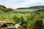 Die modernen roten Triebwagen der Erzgebirgsbahn werden im August auf der einmalig schönen Strecke zwischen den Bergstädten Schwarzenberg und Annaberg-Buchholz unterwegs sein. Foto:  Tourismusverband Erzgebirge e.V.