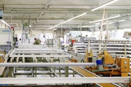 Die Richert-Gruppe aus dem niedersächsischen Wallenhorst produziert und tauscht jährlich bis zu 80.000 Fenster. Fotos: ©Oltrogge GmbH & Co. KG