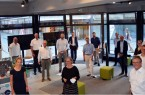 Ein kleiner Kreis geladener Gäste traf sich am Mittwochabend zur offiziellen Eröffnung der Digitalen Heimat PB an den Königsplätzen. Foto: © Stadt Paderborn