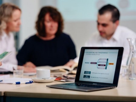 """Wissenschaftler des Sonderforschungsbereichs """"Accounting for Transparency"""" haben die administrative Belastung und Steuererleichterungen in der Corona-Krise untersucht.Foto: Universität Paderborn/Besim Mazhiqi."""