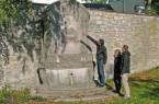 Am Liboriberg an der ehemaligen Stadtmauer steht das Denkmal an Luise Hensel, eine der namhaften Paderbornerinnen. Ihre Grabstätte befindet sich auf dem Ostfriedhof. Foto: © Verkehrsverein Paderborn e.V.