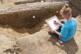 Zeichnung des Profils eines Grabens, der die Siedlung querte und noch nicht genauer zu datieren ist. Foto: LWL-AfWL/S. Gai