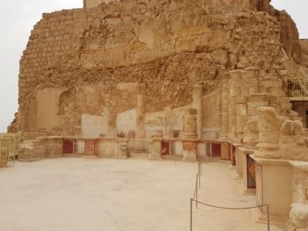Einer der herodianischen Paläste auf Masada. Auf dem Gipfelplateau ließ sich Herodes eine Palastfestung erbauen. © Martin Peilstöcker