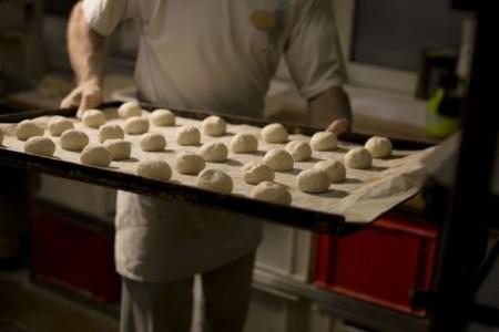 Wer in der Bäckerei arbeitet, macht einen systemrelevanten Job. Der soll jetzt besser bezahlt werden, fordert die Gewerkschaft NGG in der laufenden Tarifrunde für die Branche in Nordrhein-Westfalen . Foto: NGG