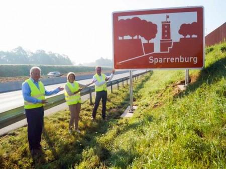 Das neue Schild steht an der A33