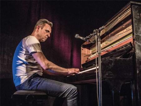 Axel von Hagen am Klavier