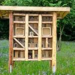 Regionallieferant Honigprinz schenkt EDEKA Minden-Hannover ein Insektenhotel