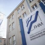 FHM kehrt in die Präsenzlehre zurück – Vorlesungen am Campus oder online