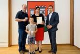 Familie Unger_Urkunde Ehrenpatenschaft Bundespraesident (1)