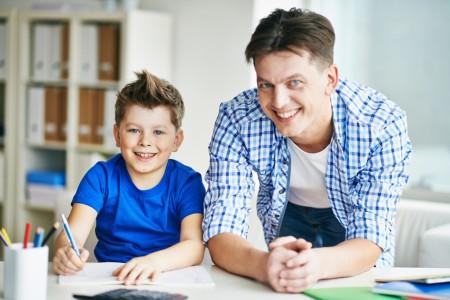 Etwa jeder vierte Junge in Bielefeld erhielt in 2019 rund um den Schulbeginn eine Sprachtherapie. Foto: AOK/hfr.